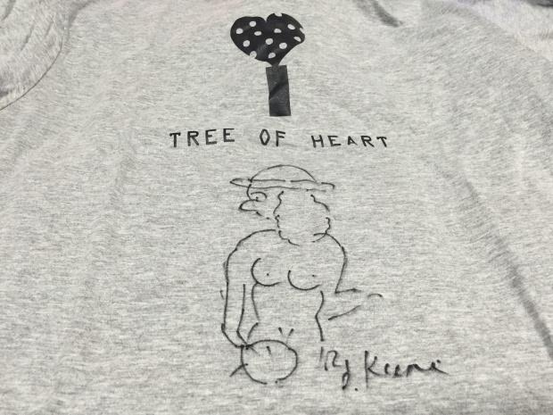 久里さん直筆のTシャツ