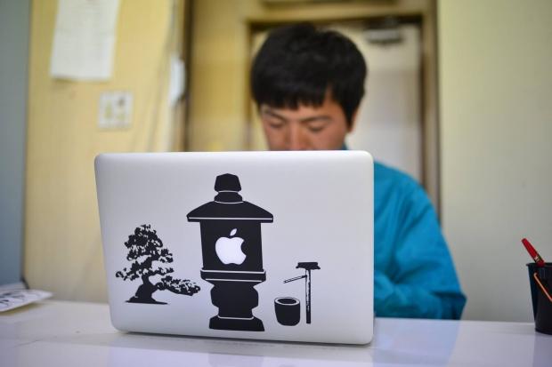 MacBookAirにステッカー