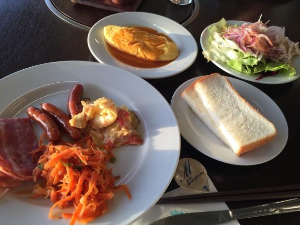イーフビーチホテルの朝食バイキング