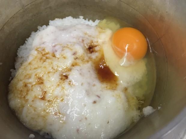 お釜で炊いたご飯ととろろと卵