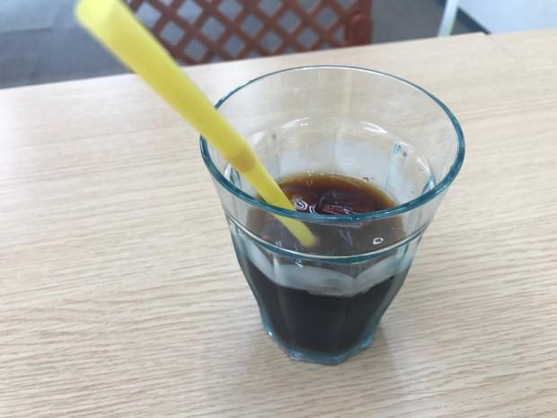 メイドカフェで美味しくなるおまじなをしたアイスコーヒー